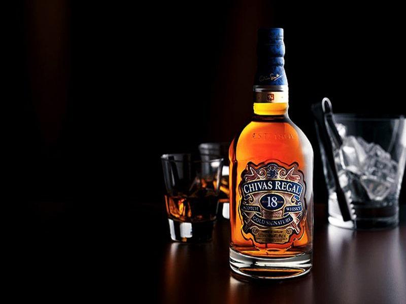 Mo Tiec Thi Nen Chon Loai Ruou Whisky Blanded Nao Cho Phu Hop 1