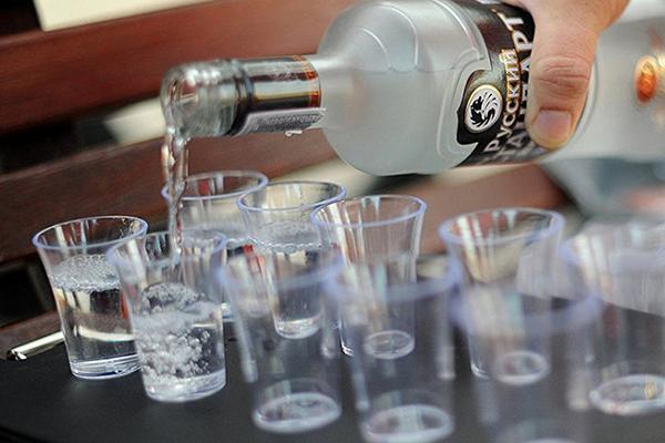 Nên mua rượu Vodka ở đâu uy tín, chất lượng?