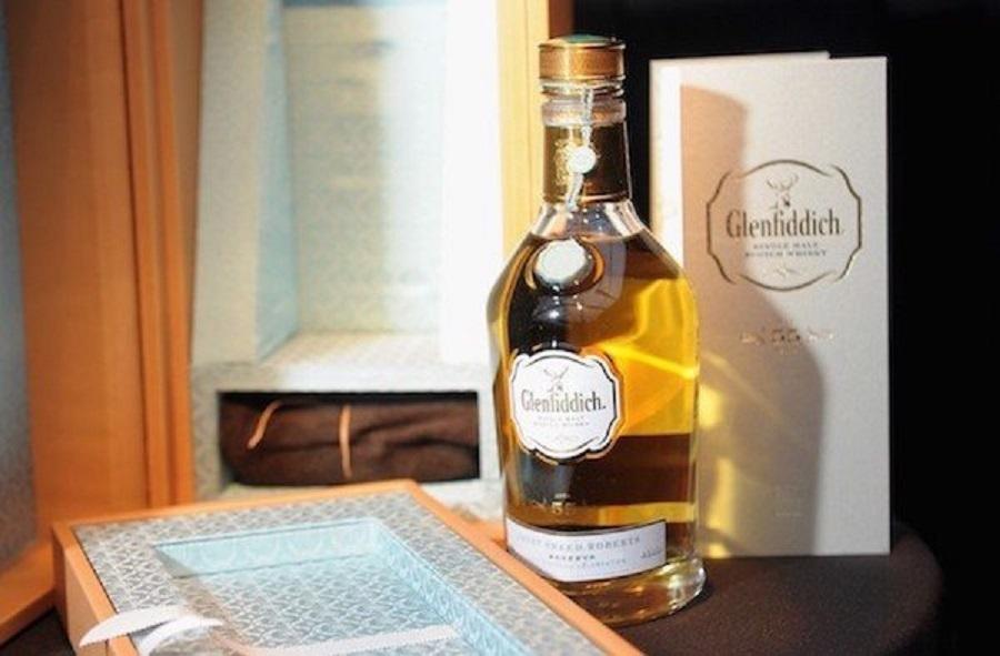 Gia Ruou Whisky Noi Trieng Tren The Gioi Hinh3